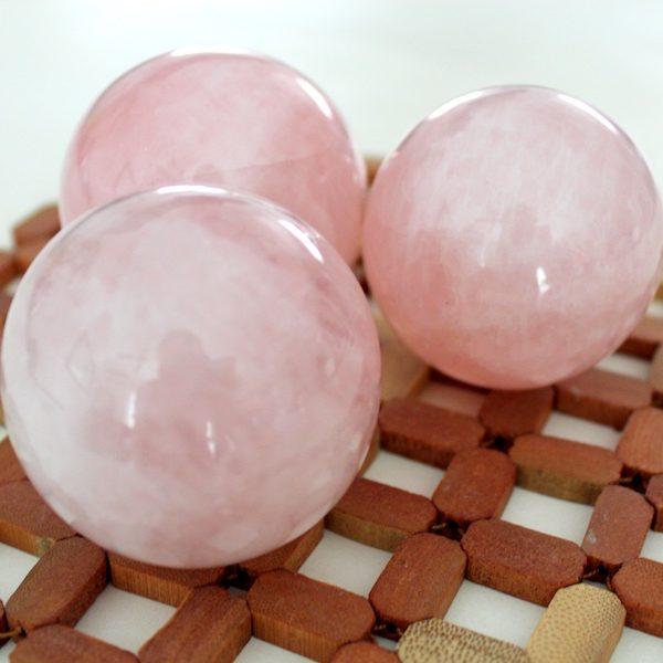 Esferas de cuarzo rosa
